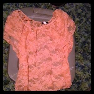 Orange all lace tee shirt flowy sleeves CUTe med